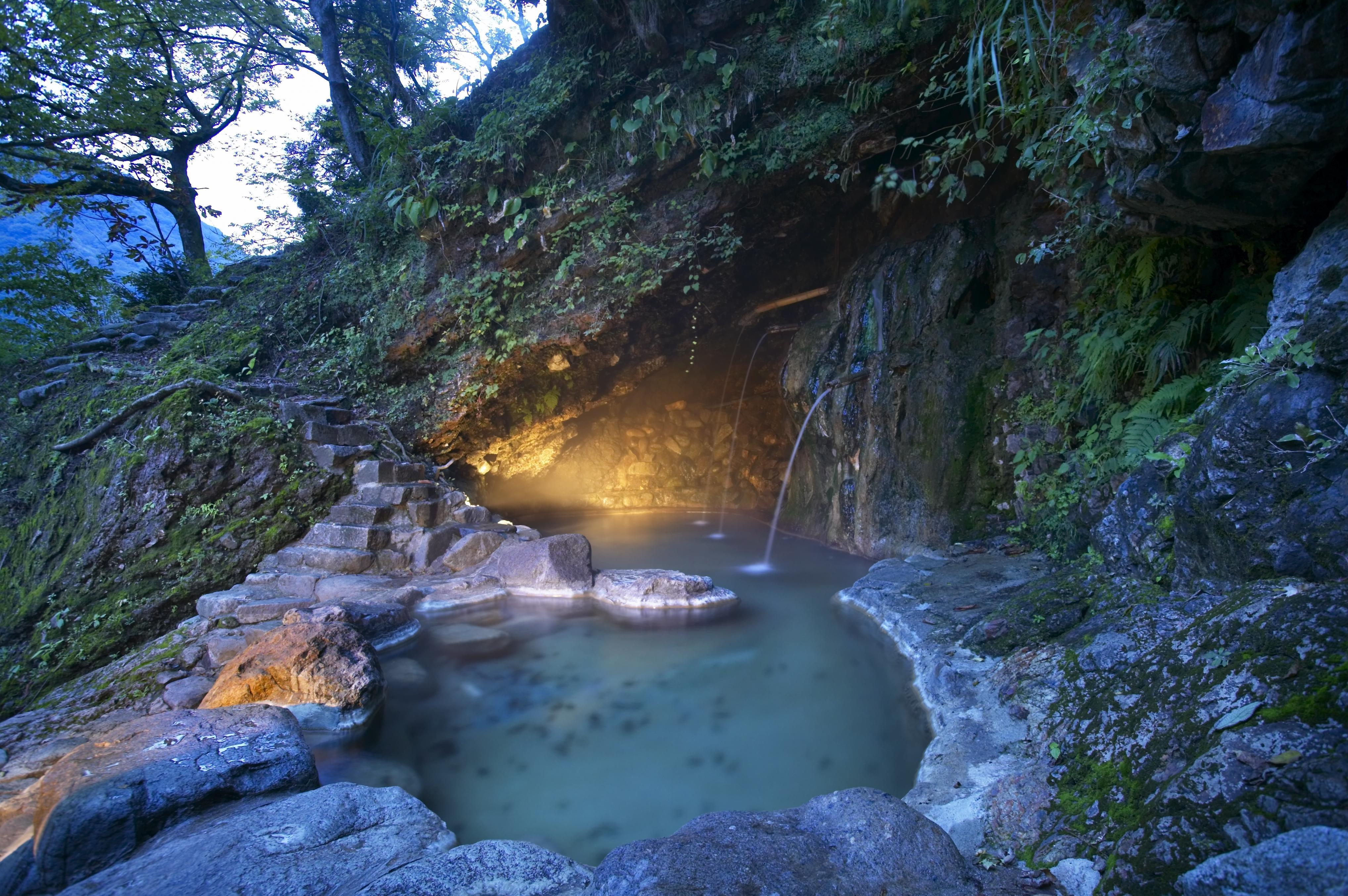 洞窟露天風呂.JPG